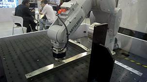 三菱机器人现场演示装配定位